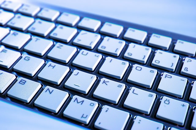 use palito para limpar o teclado do computador