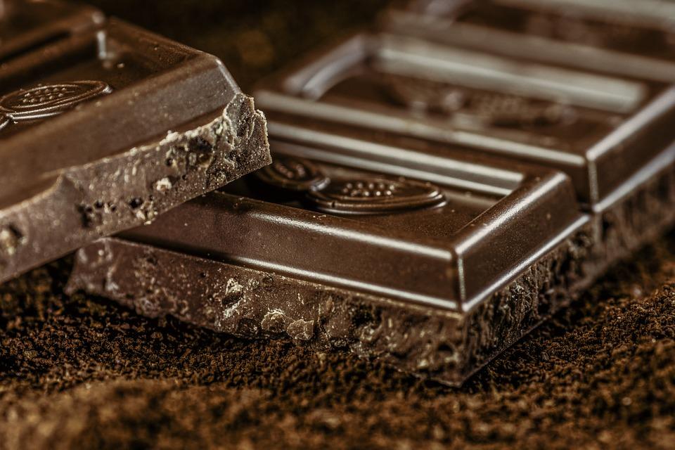 Chocolate amargo é bom para quem tem acima de 50 anos, mas consumido com moderação