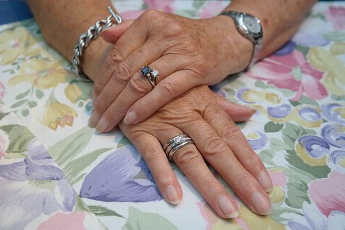 dicas para evitar envelhcimento das mãos