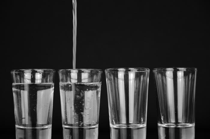 água contaminada com chumbo