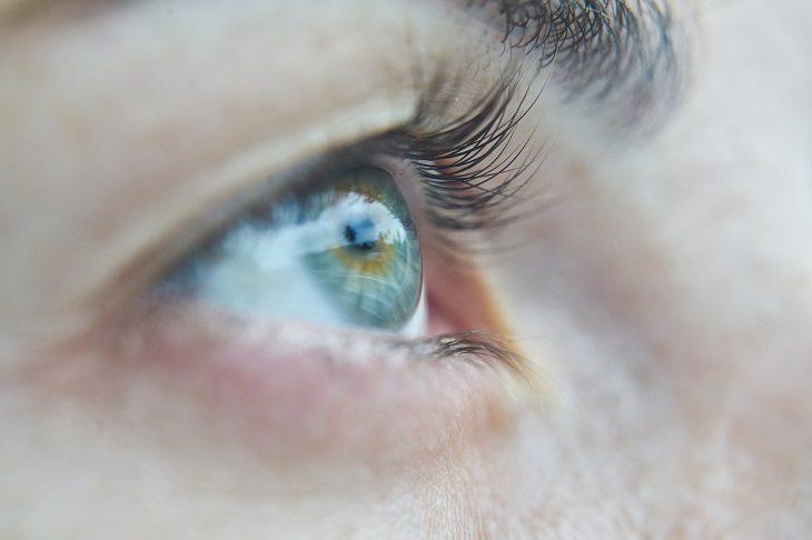10 Sinais de que a pessoa mostra quando a pessoa está mentindo
