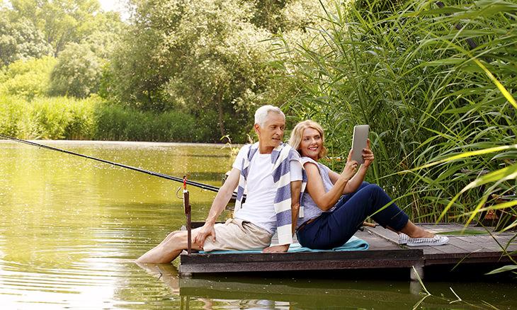 piada do casal idoso pescando