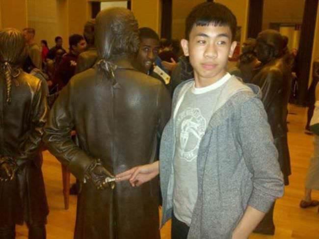 pessoas e estatuas