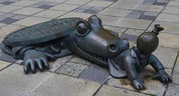 estátuas bizarras