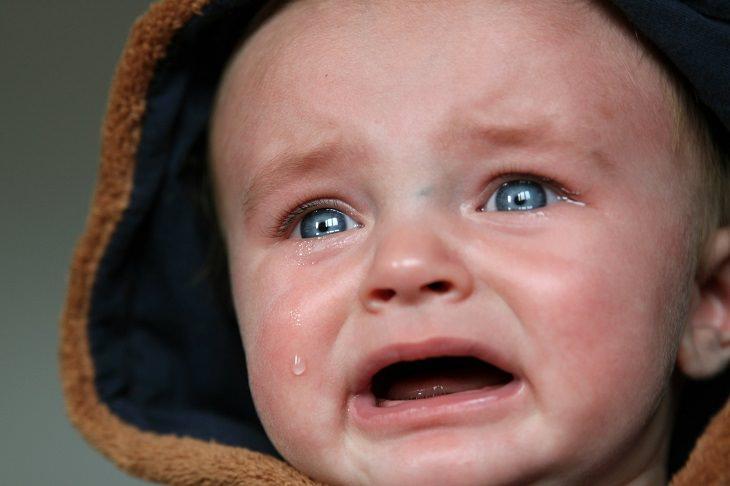 como fazer um bebê parar de chorar em segundos