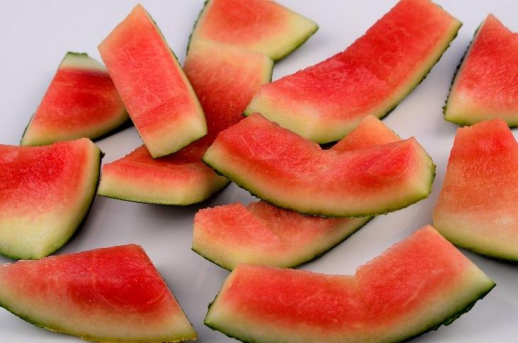 Razões pelas quais você deve comer casca de melancia