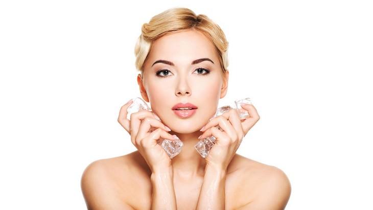 terapia do gelo faz bem à pele do rosto