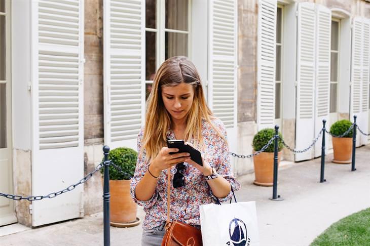 Cuide De Sua Coluna ao Digitar no Smartfone