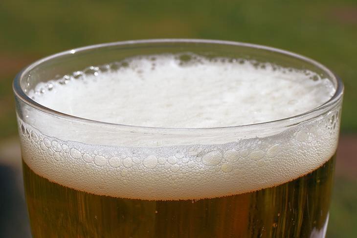 Os usos excelentes da cerveja ao redor da casa