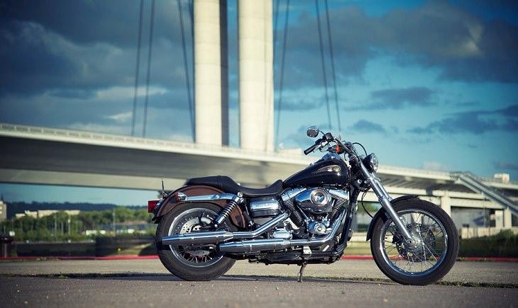 Piada do motociclista com uma Harley