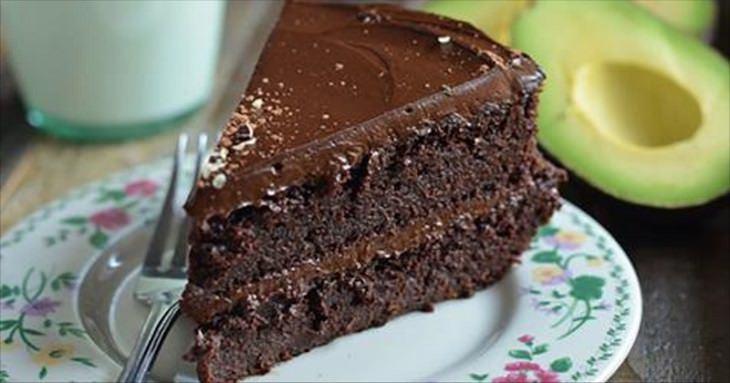 Bolo de chocolate vegano feito também com abacate