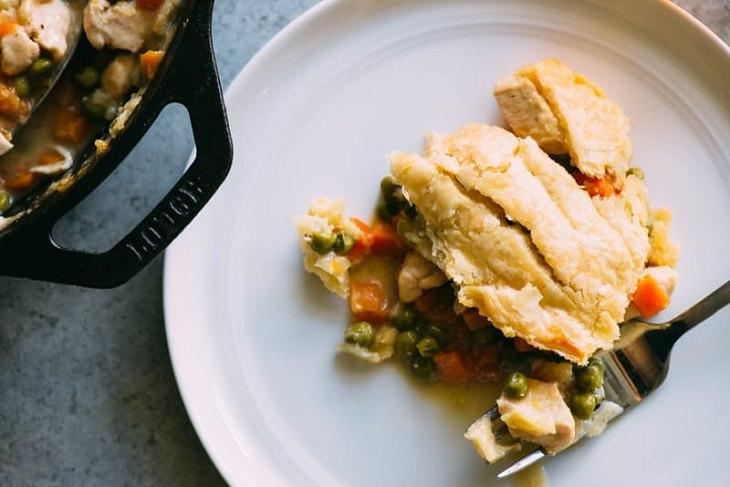 Receita de empadão de frango com vegetais delicioso