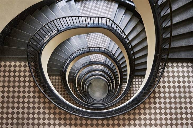 fotos de escadas em espiral Balint Alovits