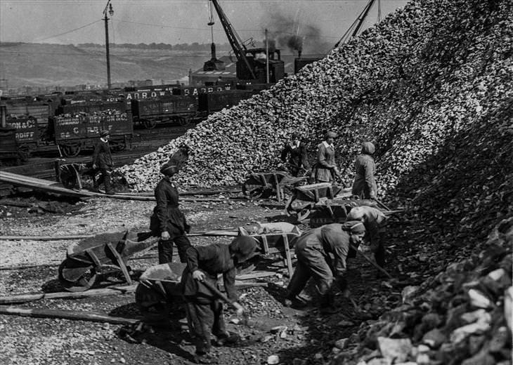 A contribuição das mulheres ao esforço da segunda guerra