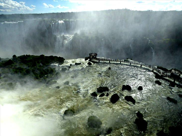 as poderosas Cataratas do Iguaçu