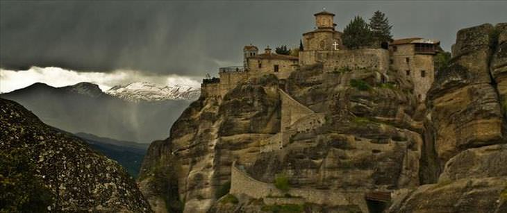 os mosteiros de metéora na grécia