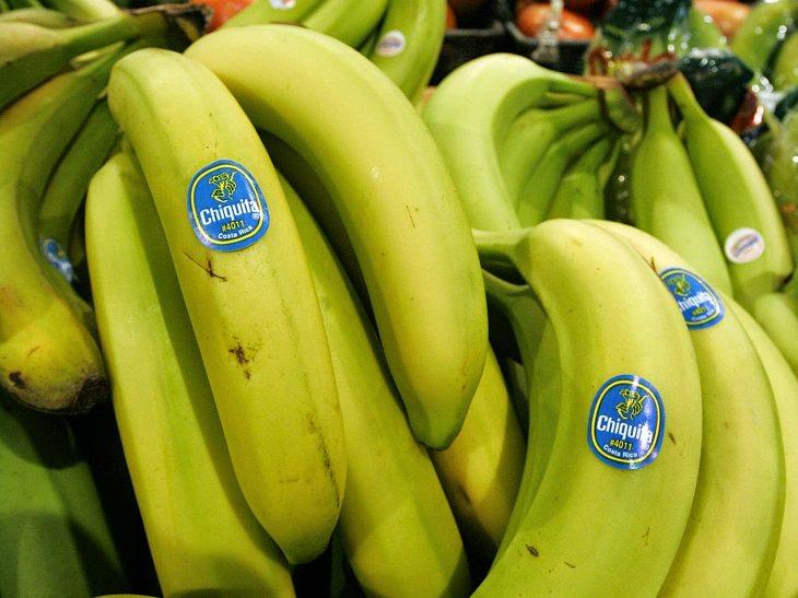 O que os adesivos nas frutas significam?