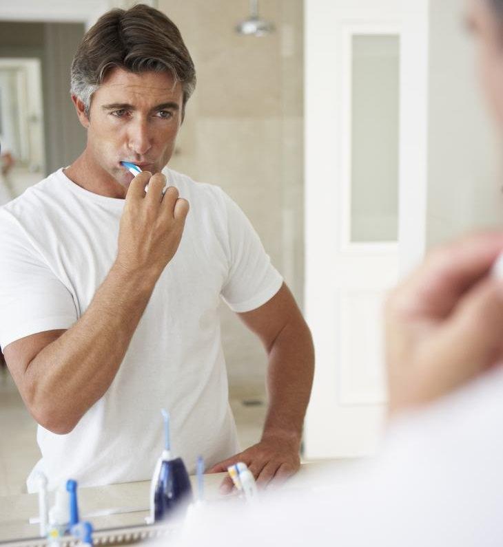 Hábitos comuns do dia a dia que acabam com sua coluna