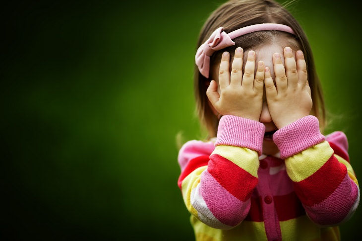como lidar com crianças tímidas