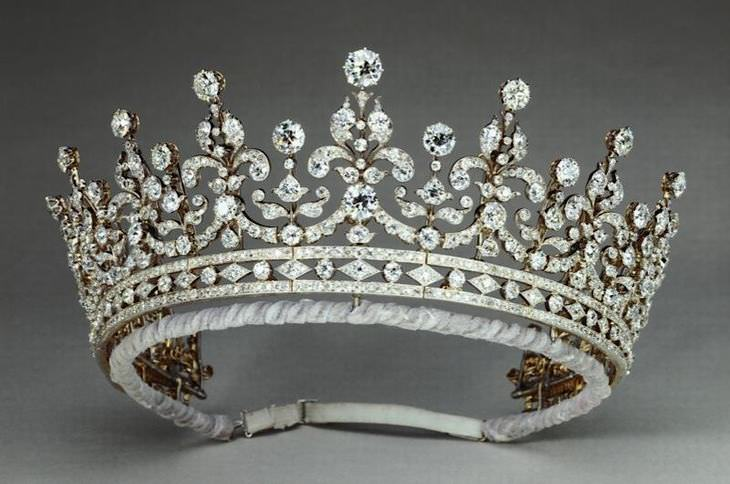 Coroas e tiaras famosas das realezas