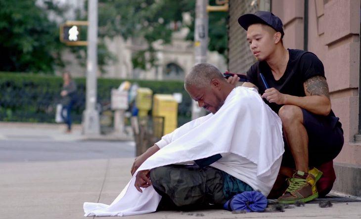 grandes atos de caridade feitos por pessoas comuns