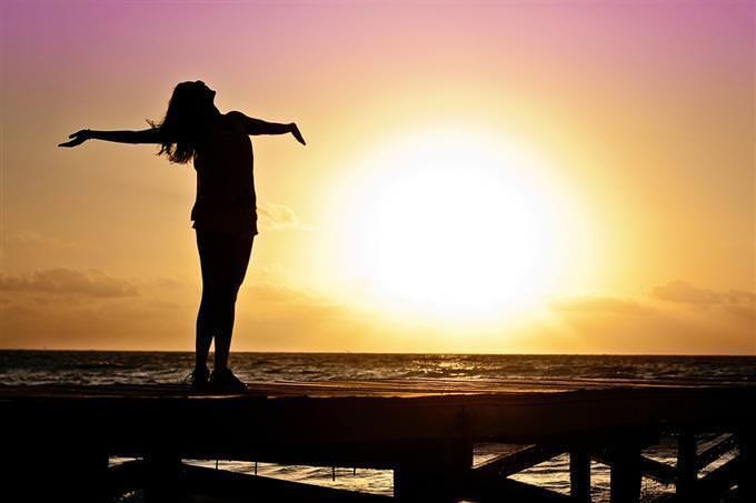 mulher no sol