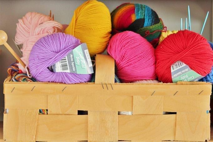 Vários rolos de lã