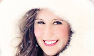 Teste de sorriso: mulher sorridente