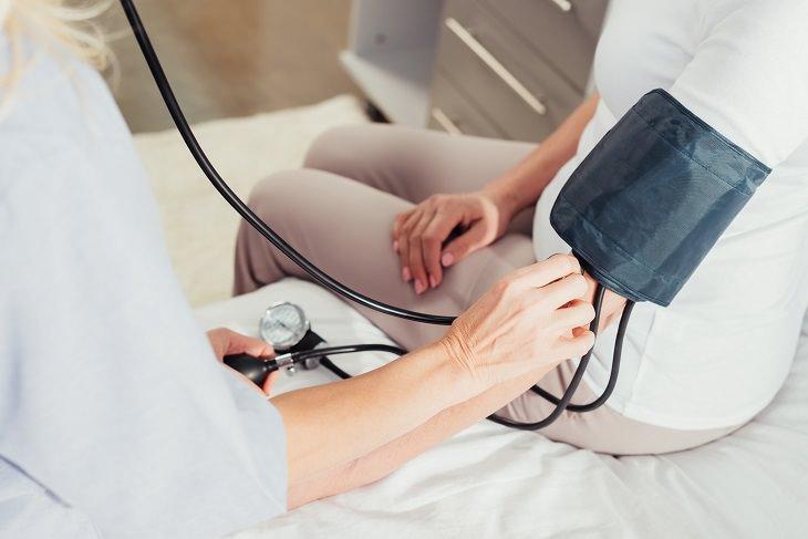 8 Benefícios da raiz-forte para a sua saúde