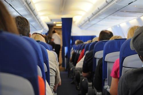 loira no avião