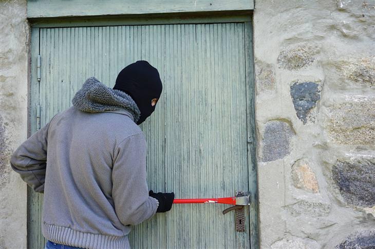 8 maneiras de proteger a sua casa de ladrões!