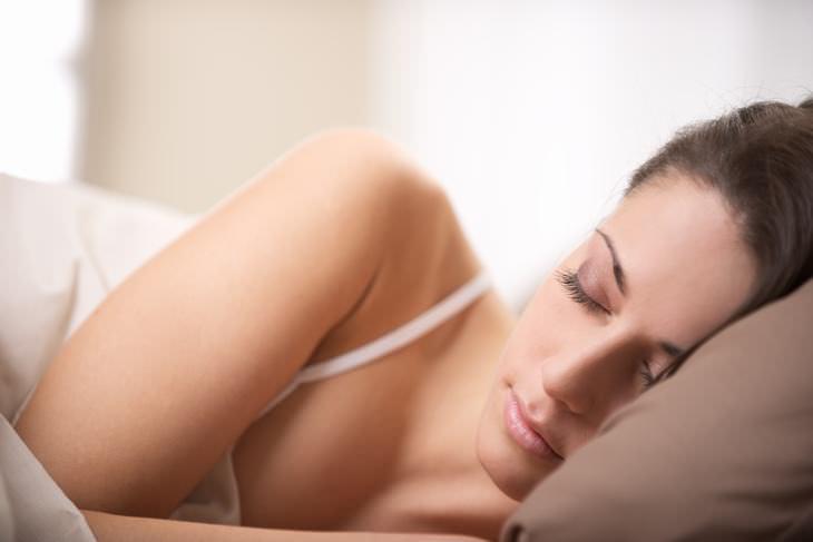 Sua posição de dormir está afetando suas costas?