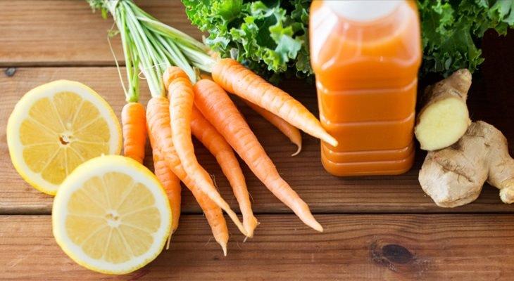 Uma deliciosa receita de suco de cenoura e 7 razões para experimentá-lo