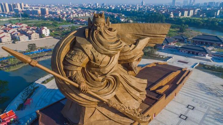 Estátua Gigante de Guan Yy