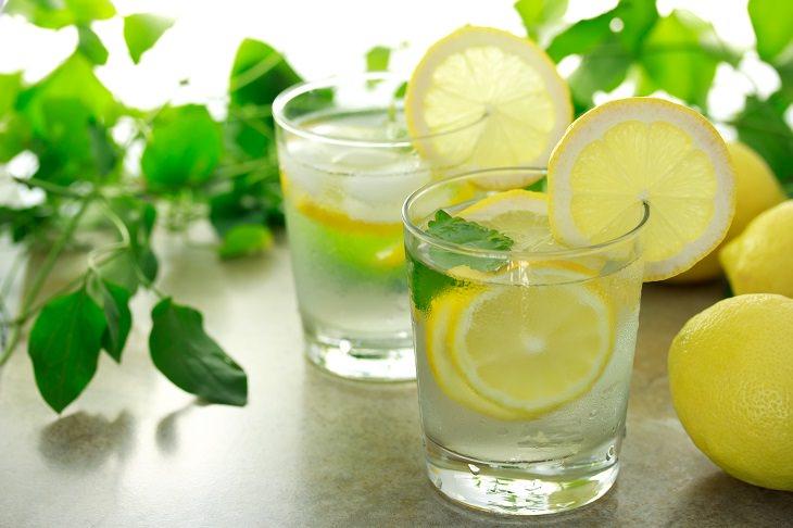 não tome água com limão em restaurantes