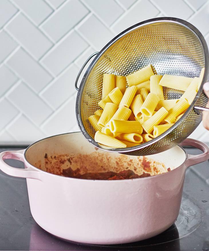Este delicioso macarrão vegano a bolonhesa  vai te deixar com fome de quero mais!