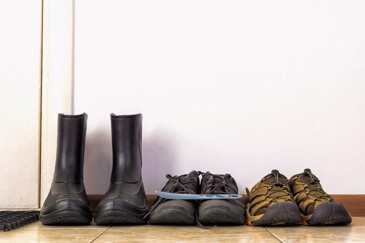 7 razões pelas quais você não deve usar sapatos dentro de casa