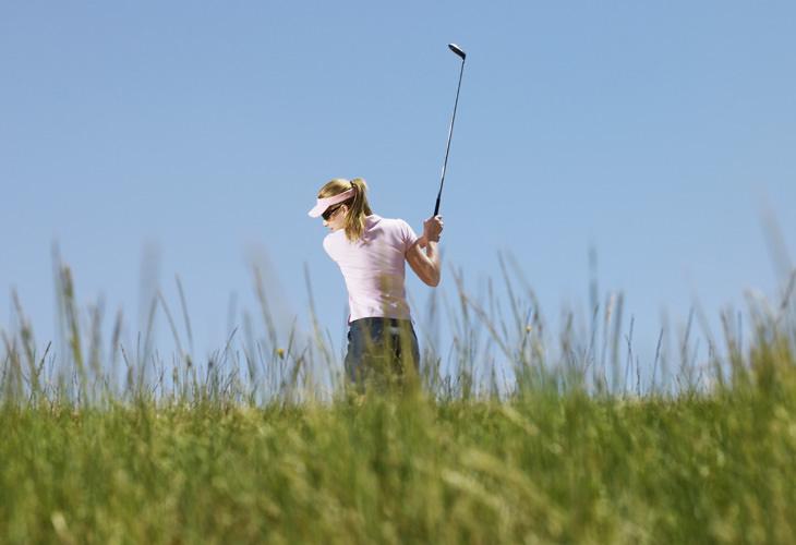 piada de mulheres jogando golfe