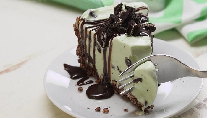 Como fazer uma torta deliciosa de sorvete de hortelã