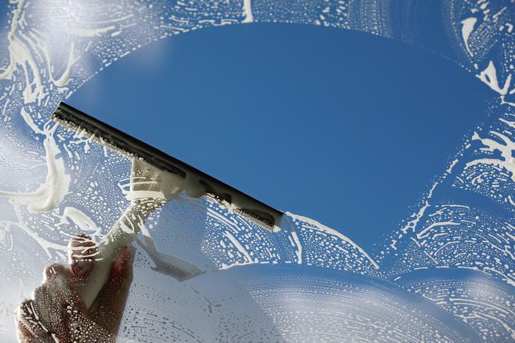limpar vidros e espelhos