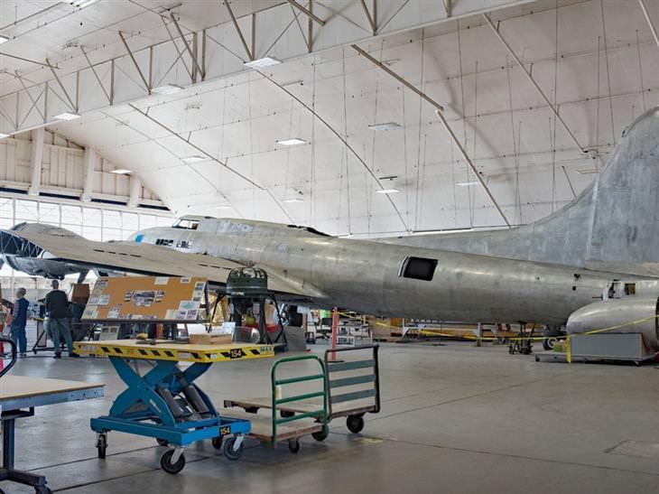 A restauração do histórico avião Memphis Belle