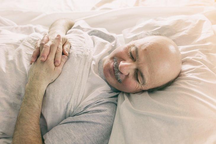 9 Hábitos nocivos que podem desenvolver demência
