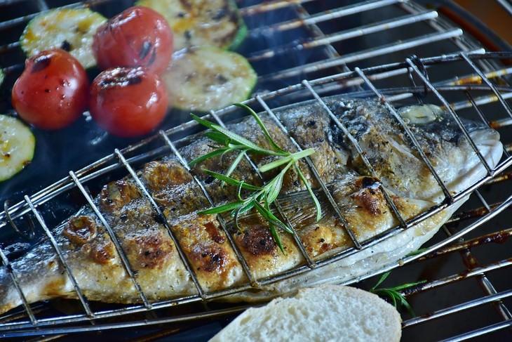 a forma mais saudável de cozinhar peixe