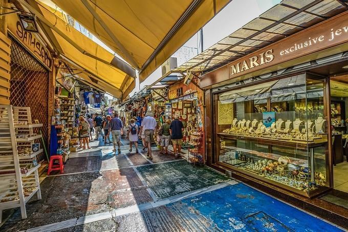 rua com lojas