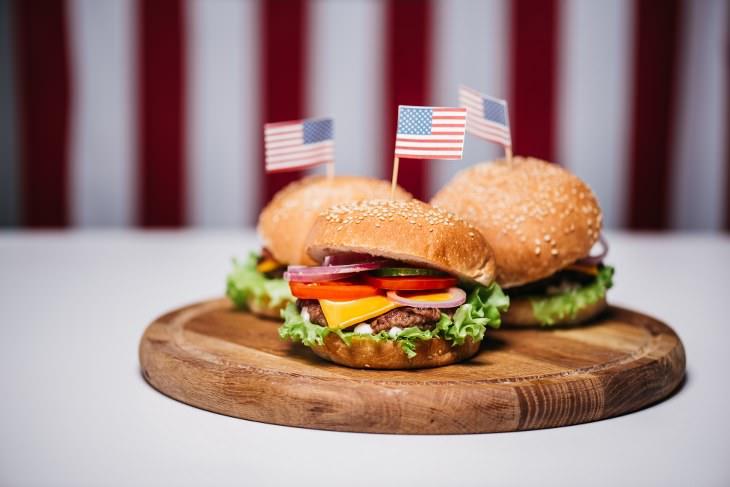 comer fora aumenta o risco de contaminação por ftalatos, diz estudo