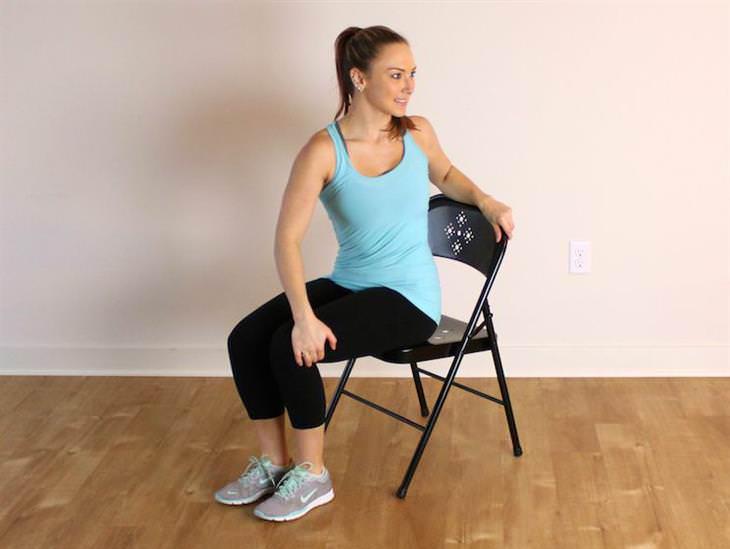 9 Alongamentos para quem passa o dia todo sentado