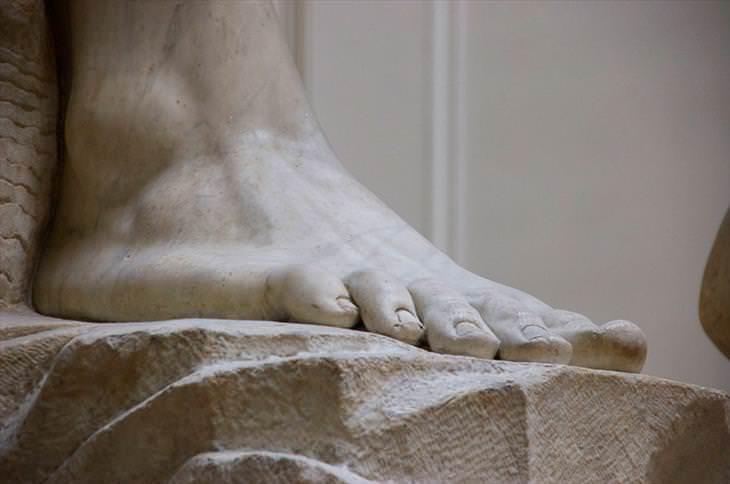 estátua Michelangelo