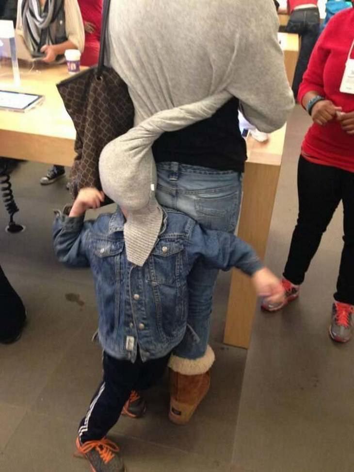 crianças fazendo compras