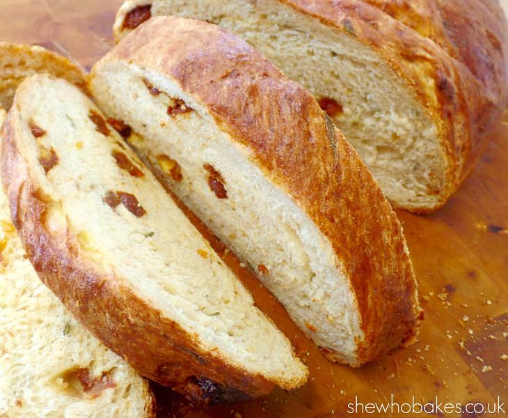pão de tomate seco e parmesão