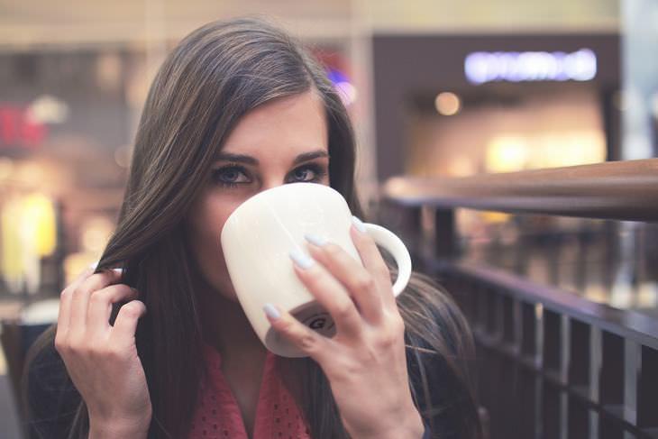 chá em vez de café